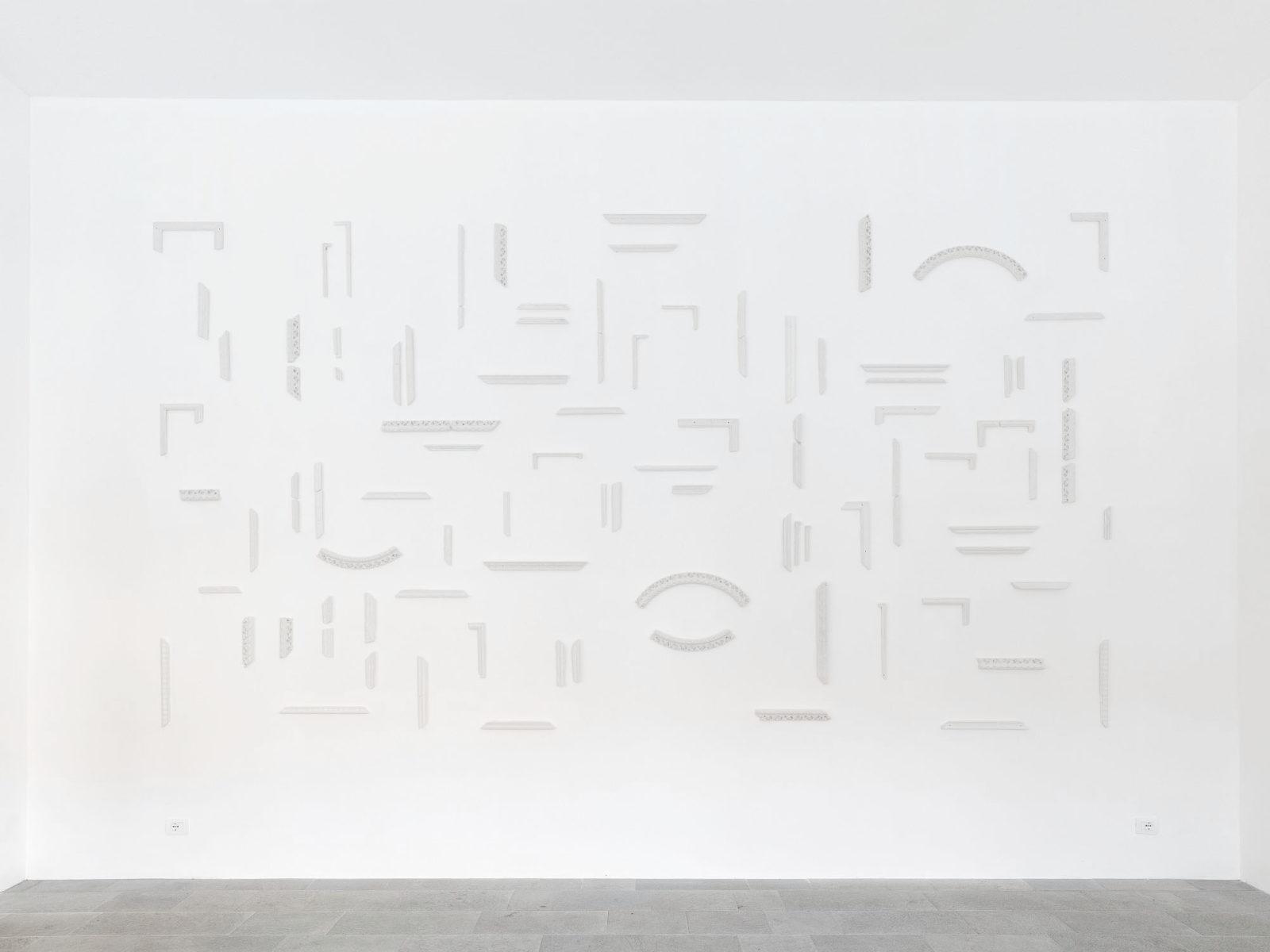 Penzo+Fiore, IlQuartoStato, 2019, installation, plaster frames, 293 x 545 cm, ph. G. Cecchinato
