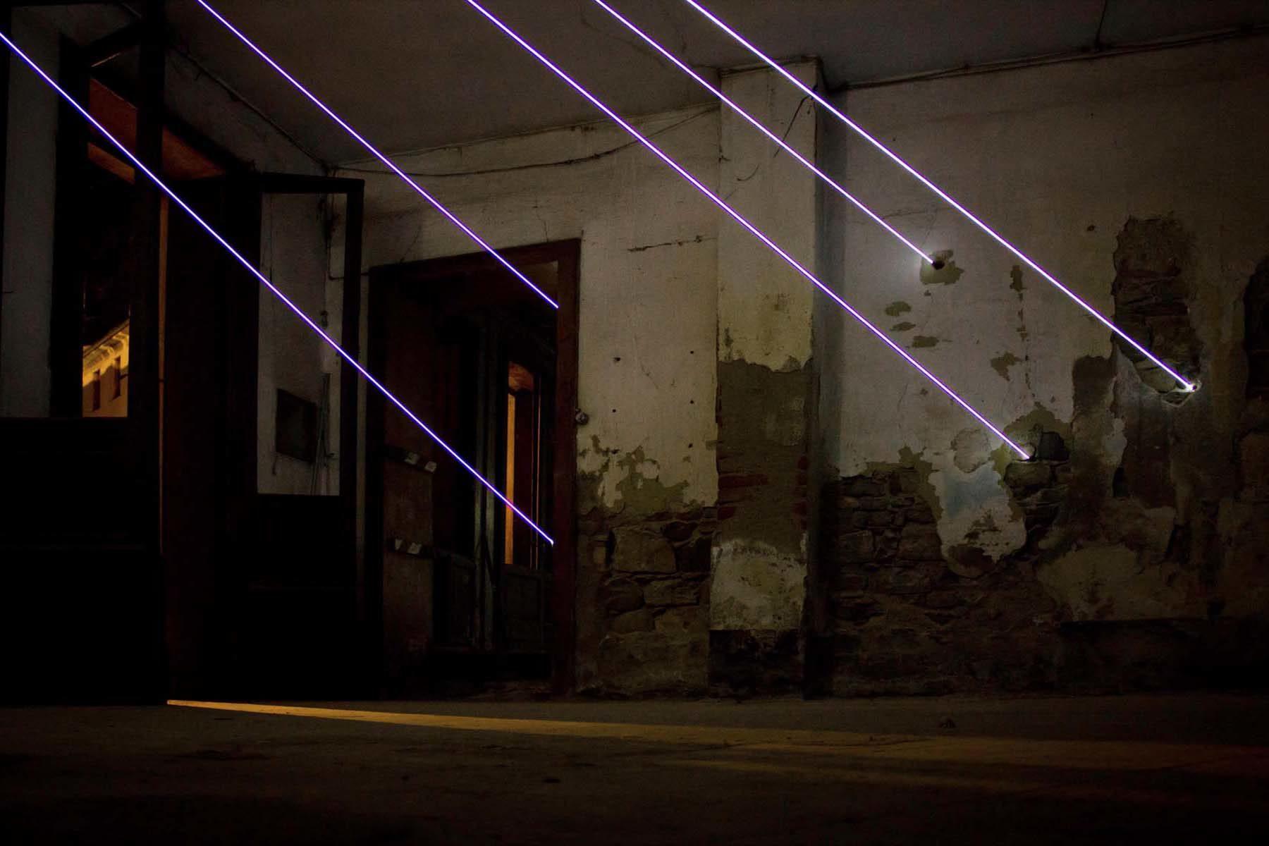 Carlo Bernardini, Aprite la luce, 2011, optical fiber steal, Palazzo Anas, Vittorio Veneto, ph. N.Covre