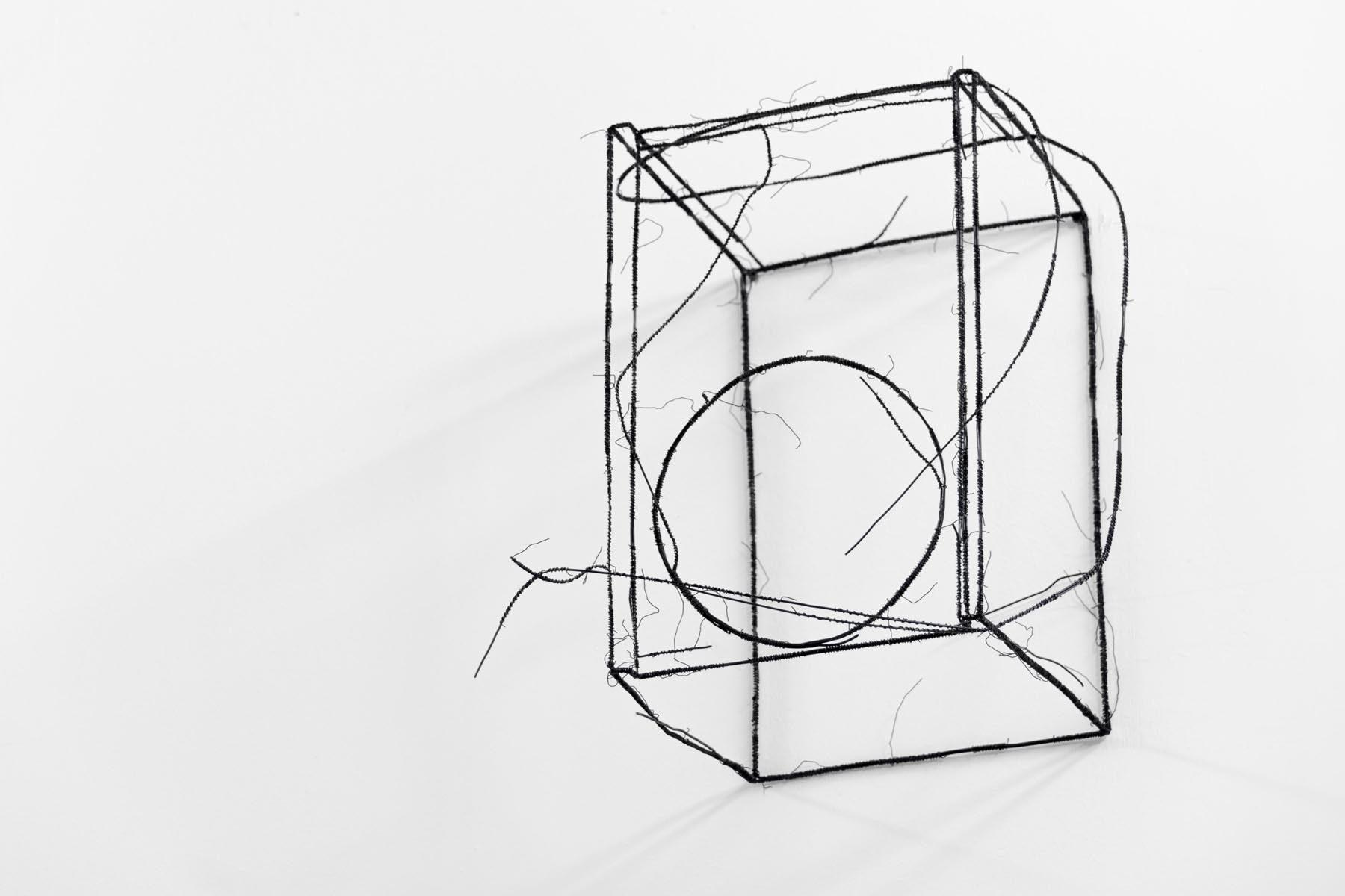 Fritz Panzer, Lautsprechenboxen, 2012, wire sculpture, 27 x 27 x 50 cm