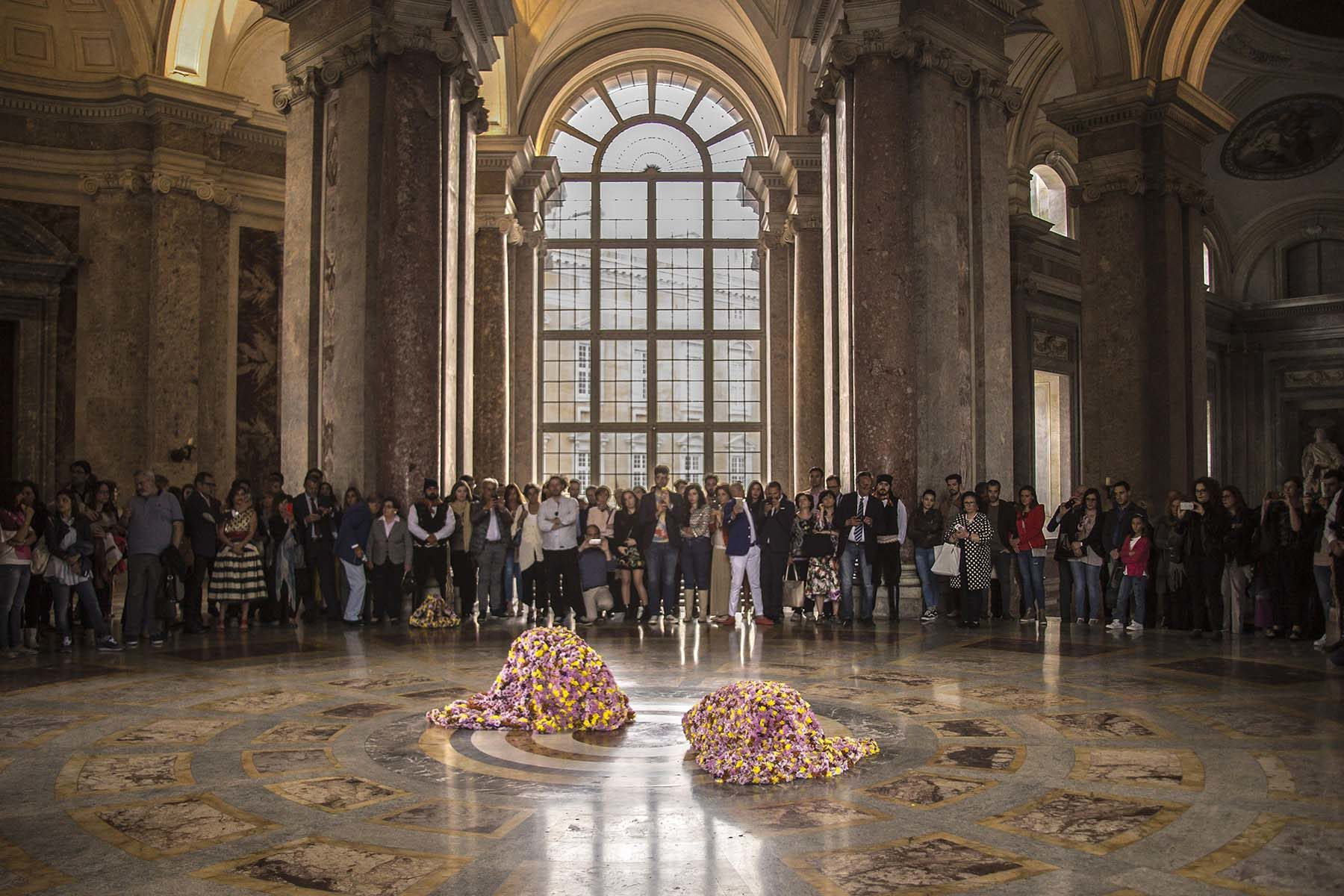 Vinci-Galesi, La terra dei fiori, 2017, performance, courtesy of the artists and aA29, ph. A. Zangirolami
