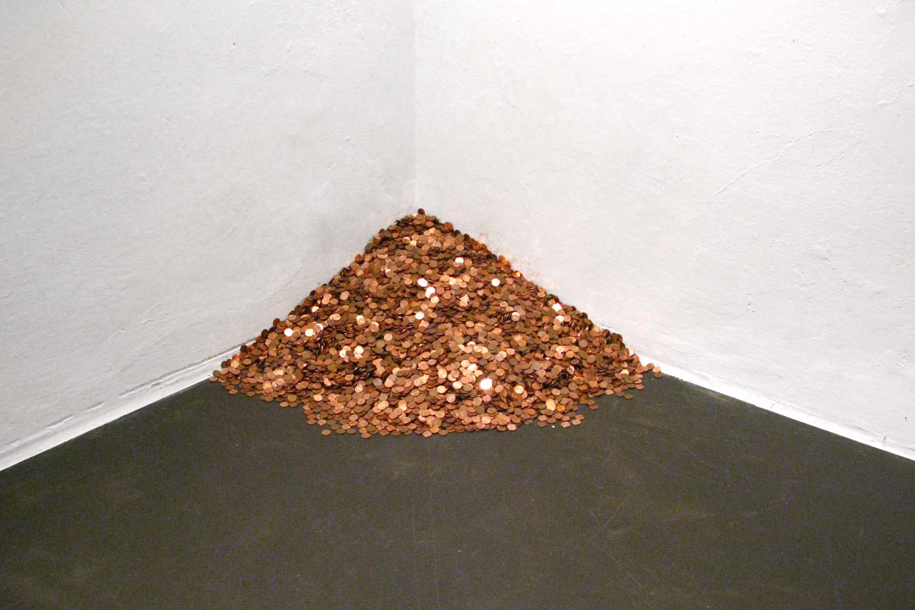 Antonio Guiotto, New old economy Vs Felix Gonzalez, 2011, 30.430cent coins, variable dimensions-