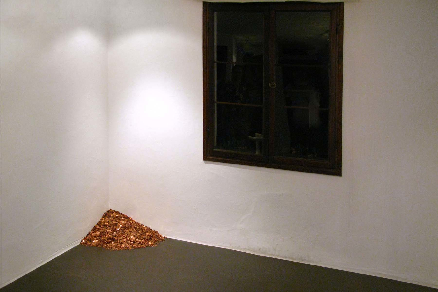 Antonio Guiotto, New old economy Vs Felix Gonzalez, 2011, 30.430cent coins, variable dimensions.