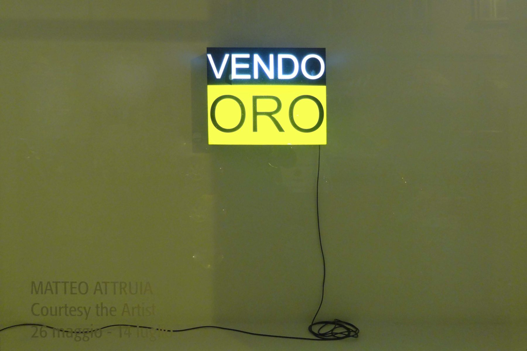 Matteo Attruia, Vendo Oro, 2012, lightbox