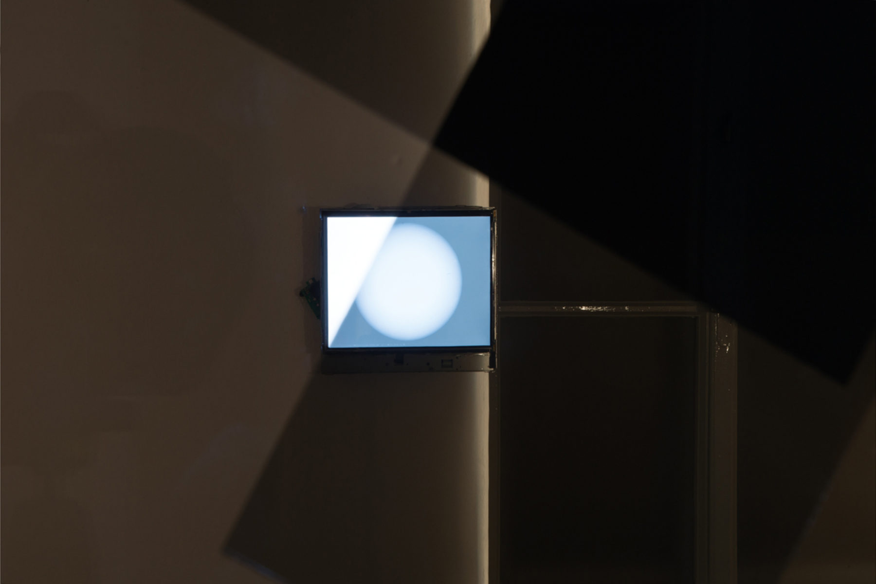 Richard Loskot, Color System, 2012, light, lcd monitor, cristal prisma, computer, polarized films, installation, h