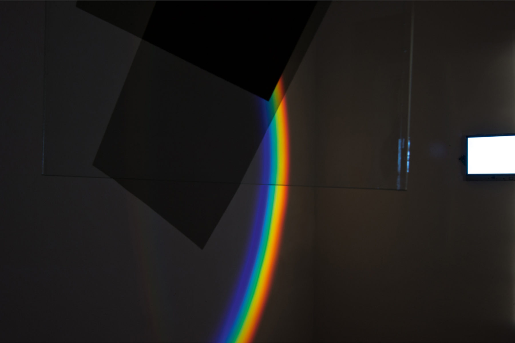 Richard Loskot, Color System, 2012, light, lcd monitor, cristal prisma, computer, polarized films, installation, j